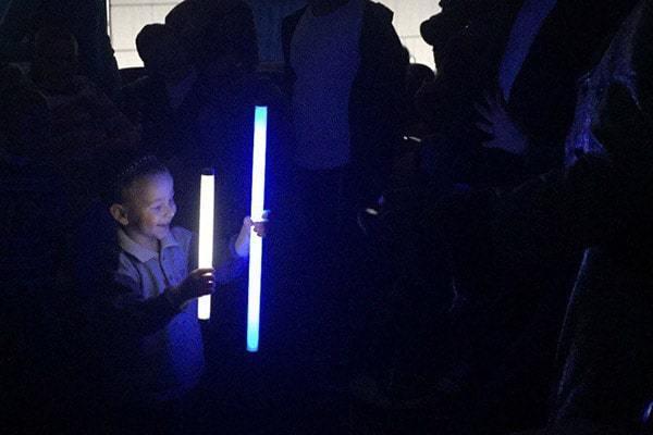 аниматор с электрическим шоу на день рождения ребенка