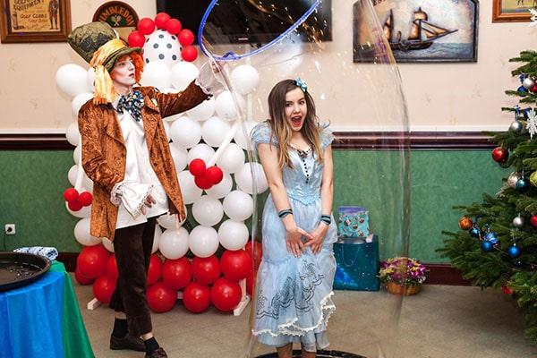 шоу мыльных пузырей Алиса и Шляпник