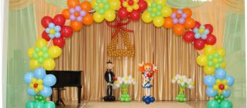 украшение выпускных шарами
