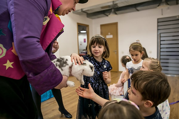 фокусник аниматор с животными на день рождения ребенка